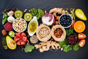 9 cuidados com alimentação que você deve ter depois dos 50 - Viver a Vida