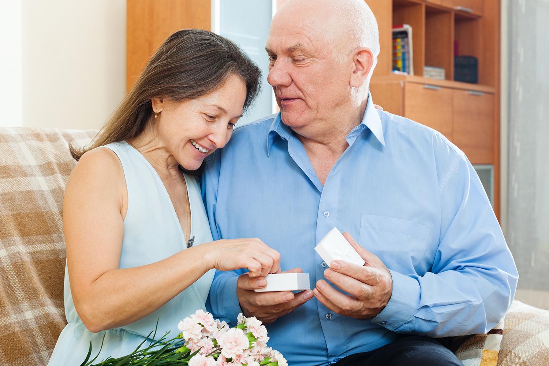 Como é o namoro online depois dos 50? - Viver a Vida